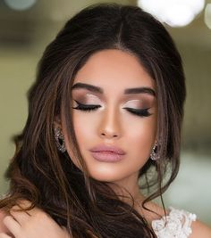 Wo fange ich mit dem Schminken an: Haut oder Augen? Make-up – Where do I start with make-up: skin or eyes? up Make up – Wedding Makeup Tips, Wedding Makeup Looks, Prom Makeup, Hair Makeup, Romantic Wedding Makeup, Wedding Guest Makeup, Bridal Eye Makeup, Wedding Makeup For Brown Eyes, Teen Makeup