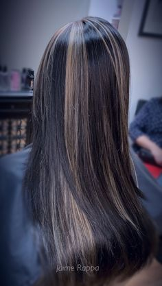 Brunette with hi contrast hilights using Redken Flash Lift Hair Color Experts, Color Correction Hair, Best Hair Salon, Wedding With Kids, Hair Studio, Cool Hair Color, Hair Trends, New Hair, Bridal Hair