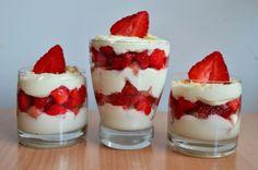 Jahodové tiramisu ♥ Tiramisu, Dessert Recipes, Desserts, Panna Cotta, Cheesecake, Strawberry, Food And Drink, Smoothie, Cooking Recipes