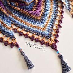 """Beskrivning till denna """"Royal Starling"""" Taigasjal finns nu på bloggen med en komplett färgguide och mönster till den specialgjorda kanten Sjalen är gjord av garnpaketet """"Royal Starling"""" (8 nystan av Scheepjes Catona 50 g) från @favoritgarner  . A tutorial for this """"Royal Starling"""" Taiga shawl is now available on my blog with a complete colour guide and pattern for the special border This shawl is made with the """"Royal Starling"""" yarn kit (8 Scheepjes Catona 50 g) from @favoritgarner that..."""