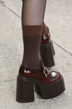 862075e3da36 Marc Jacobs Fall 2017 Ready-to-Wear Accessories Photos - Vogue Marc Jacobs  Shoes