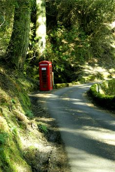 British phone box, in a country lane, near Rose cottages and gardens Monarch Of The Glen, English Village, British Countryside, England And Scotland, British Isles, Northern Ireland, Great Britain, Country Roads, Country Life