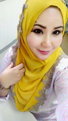PRETTY MUSLIMAH Beautiful Hijab, Beautiful Women, Hijab Fashion, Women's Fashion, Hijab Dpz, Headscarves, Hijab Styles, Girl Hijab, Blonde Beauty