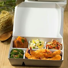 Packaging food from food grade paper ( greenpack ) . Takeaway Packaging, Food Packaging Design, Sandwich Packaging, Food Truck, Cafe Food, Living At Home, Food Containers, Food Design, Food Grade