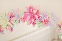 deco-chambre-ado-fille-cadre-miroir-fleurs-papier-bricolage-rose-vert-jaune déco chambre ado fille