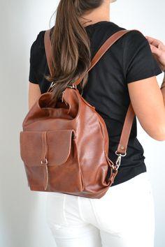 Braune Ledertasche, die als Rucksack und Handtasche getragen werden kann/ brown leather bag, which can be used as a backpack or handbag made by BeMine-Bags via DaWanda.com