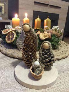 Acorn and burlap nativity craft for Christmas. Great classroom holiday craft!