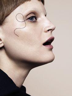 Marcus Ohlsson shoots Guinevere van Seenus for Vogue Japan December Make-up by Fredrik Stambro. Makeup Inspo, Makeup Art, Makeup Inspiration, Eye Makeup, Runway Makeup, Makeup Trends, Style Inspiration, Best Beauty Tips, Beauty Make Up