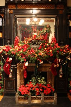 Victorian Holiday Decor in Glenview at the Hudson River Museum, via Flickr.