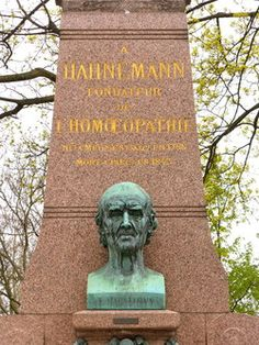 Samuel Hahnemann - German doctor, he was the creator of Homeopathy. Garden Sculpture, Lion Sculpture, Famous Graves, Medical Science, Wonders Of The World, Famous People, The Creator, Health, Outdoor Decor