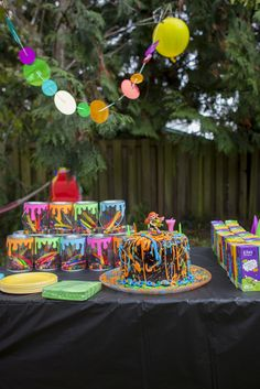 Splatoon cake and party favors!