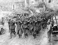 This is a nice reproduction of an original photograph showing a column of German Prisoners of War taken by the US Army. German Soldiers Ww2, German Army, American Soldiers, Ww2 Pictures, Ww2 Photos, Guerra Total, Total War, Prisoners Of War, Us History