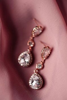 Classic and elegant , these rose gold earrings are perfect for your wedding, prom or special occasion. These rose gold earrings with a dangle that helps them catch the light and sparkle. Rose Gold Drop Earrings, Rose Gold Jewelry, Wedding Jewelry, Jewelry Trends, Jewelry Sets, Jewelry Accessories, Mother Of Bride Gifts, Diy Wedding Dress, Wedding Hair
