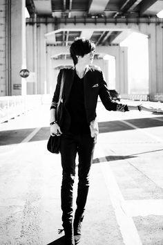 edit monochrome won jong jin The J ulzzang bw kfashion seotureun Won Jong Jin, Korean Fashion, Kpop Fashion, Fashion Men, Male Models Poses, Figure Poses, Body Poses, Young Fashion, Ulzzang Boy