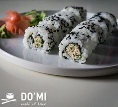 Uramaki z sałatką z tuńczyka - Sushi DOMI at home Sushi At Home, Foods To Eat, Fresh Rolls, Food And Drink, Healthy Eating, Ethnic Recipes, Eating Healthy, Eating Well, Clean Eating