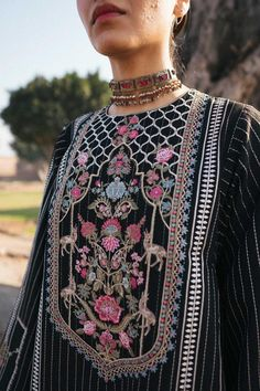 Pakistani Fashion Casual, Pakistani Dress Design, Pakistani Dresses, Indian Fashion, Kurti Embroidery Design, Shirt Embroidery, Heavy Dresses, Simple Dresses, Designer Wear