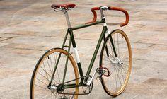 Biciclette a Scatto fisso, single speed, contropedale e non solo, realizzate con calma e amore da conversioni di vecchie glorie.
