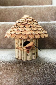 Wine Cork Birdhouse / Casa de passarinho de cortiça