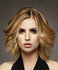 Medium wavy casual bob hairstyle - dark honey blonde hair color with light blonde highlights Blonde Bayalage, Curly Balayage, Blonde Hair With Highlights, Blonde Hair Boy, Honey Blonde Hair Color, Hair Color Dark, Dark Blonde, Julianne Hough, Sienna Miller