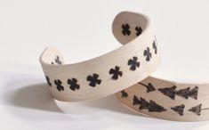 Cómo hacer pulseras con palitos de madera
