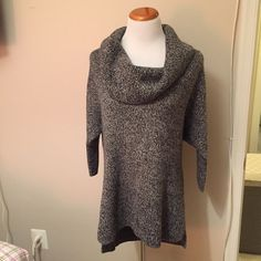 EXPRESS gray cowl neck sweater Large Express gray cow neck sweater. Like new and just dry cleaned!! Great sweater! Looks great with jeans and boots. Can even wear it with leggings because it is longer in the back. Express Sweaters Cowl & Turtlenecks
