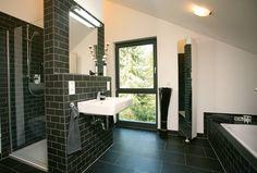 FINO 400 A - Ambiente und Lebensart: moderne Badezimmer von FingerHaus GmbH
