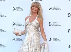 Goldie Hawn, 70, was just recently spotted looking slimmer than ever in Hawaii. Here, her top weight loss secrets!
