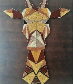 Giraffe String Art painting Giraffe: 420 meters of thread used Gütermann variations of Brown, yellow ochre, mustard yellow and black) and 920 silver spikes nailed to painted wood Rustic style Board. Size: by Price: 180 euros. String Art Diy, String Crafts, String Art Templates, String Art Patterns, String Art Tutorials, Hilograma Ideas, Nail Ideas, Decor Ideas, Diy And Crafts