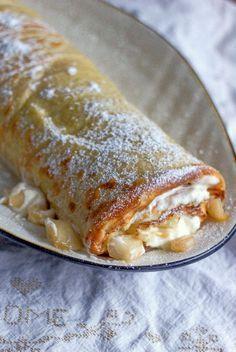 Onko olemassa parempaa kuin pannukakku karamellisoiduilla omenilla? Eipä oikein, mutta rullaamalla pannarin tiukaksi kääretorttuma... Crepes And Waffles, Pancakes, Pumpkin Jam, Delicious Desserts, Yummy Food, Sweet Pastries, Desert Recipes, International Recipes, Yummy Cakes