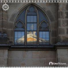 #adventkalender    .   FENSTER 23   . . . . #linzpictures #weihnachten #advent #fenster #window #december #christmas #christkind #adventcalendar #linz #igerslinz #austria #love #xmas #silentnight #upperaustria #österreich #work #christkindlmarkt #lifestyle #potd #church #mirror #holy #onedaytogo #comingsoon #motivation . . . .  @linzpictures . . .  @linz_live @my_life_through_a_lens_64 @visitaustria @spiegelonline @bischof @kroko_jack @sparkasse.ooe @kathkircheooe @rolex