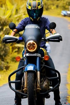 are some of the best custom Royal Enfield motorcycles that we found this week! Motorcycle Design, Motorcycle Style, Motorcycle Accessories, Enfield Motorcycle, Scrambler Motorcycle, Himalayan Royal Enfield, Classic 350 Royal Enfield, Royal Enfield Wallpapers, Bullet Bike Royal Enfield