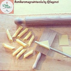 Oggi impariamo a fare i #Garganelli #italiaintavola #emiliaromagnaintavola #italy #italianfood #pasta