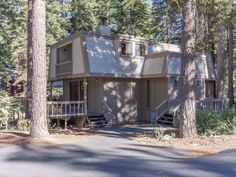 Roycraft Dog Friendly Cabin Agate Bay (California) Set in Tahoe Marina Estates in the California Region, this detached holiday home is 39 km from Reno. The unit is 35 km from South Lake Tahoe. Free WiFi is featured throughout the property.