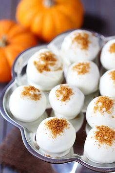 pumpkin cream cheese truffles {gimme some oven}. find that homemade pumpkin cream cheese recipe you pinned and then use that to make these truffles using oreo truffle proportions of cream cheese to cookie Pumpkin Recipes, Fall Recipes, Sweet Recipes, Holiday Recipes, Just Desserts, Delicious Desserts, Dessert Recipes, Yummy Food, Cookie Recipes