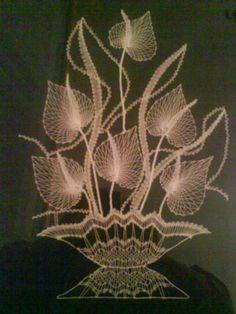 paličkovaná kytica   Artmama - ručné práce a tvorivé nápady Nail String, String Art, Bobbin Lace Patterns, Crochet Patterns, Lace Art, Lacemaking, Victorian Lace, Lace Jewelry, Weaving Art