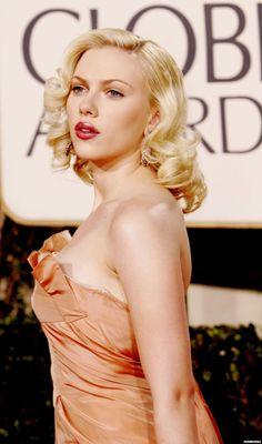 Scarlett Johansson at the 2005 Golden Globes