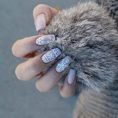 Trends in nail design 2020 demonstrate an amazing variety of ideas, styles, types of manicure and options for decorating them. Want to learn how to create a perfect nail shape? Come to the course here. Christmas Gel Nails, Holiday Nails, Classy Nails, Simple Nails, Fun Nails, Pretty Nails, Sophisticated Nails, Nail Art Designs Videos, Donia