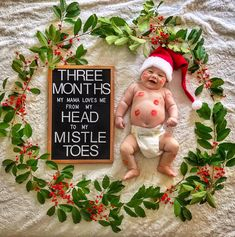 8 memorable photos to take on baby's first Christmas 📸 Baby Christmas Photos, Babies First Christmas, Holiday Pictures, 1st Christmas, Monthly Baby Photos, Monthly Pictures, Cute Baby Pictures, Newborn Pictures, Milestone Pictures