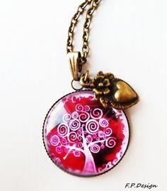 Hier biete ich eine wunderschöne Medaillonkette in Pink mit schönem Vintage Baum und bronzefarbenem Herzchen.     Kette: 50cm (gerne auch länger oder