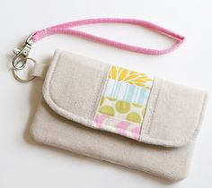 use scraps and linen with the pouch patterns I already have :}