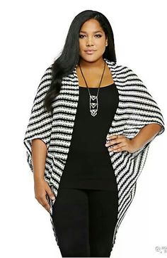 Plus Size Striped Open-Front Kimono The horizontal stripes add width and pounds to the model's look.not flattering for plus size, bat wings really add the width Big Size Fashion, Curvy Girl Fashion, Plus Size Fashion For Women, Plus Size Women, Plus Fashion, Womens Fashion, Fashion Styles, Cheap Fashion, Plus Zise