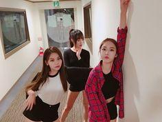 Gfriend - Umji, Yuju and Sinb Gfriend And Bts, Sinb Gfriend, Bff Girls, Kpop Girls, Extended Play, Kpop Girl Groups, Korean Girl Groups, Lgbt, Korean Couple