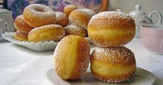 Si tienes masa madre para hacer pan, puedes usarla también para hacer bollos como estos donuts. ¡Buenísimos!