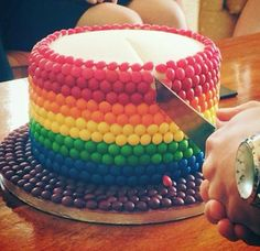 A rainbow cake is fun to look at and eat and a lot easier to make than you might think. Here's a step-by-step guide for how to make a rainbow birthday cake. Skittles Cake, Rainbow Food, Rainbow Cakes, Gravity Cake, Rainbow Birthday Party, 5th Birthday, Birthday Cakes, Salty Cake, Novelty Cakes