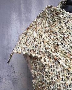 "Ildiko Eros - napmátka műhely on Instagram: ""#kézimunka #craftwork #horgolás #hungarianart #hungarianartist #crochet #napmátka #gyapjú #wool #openwork #ooakcrochet #skeinqueenyarn"" Capelet Knitting Pattern, Hand Knitting, Knitting Patterns, Golden Wings, Vinyl Tablecloth, Crochet Wool, Crochet Projects, Merino Wool, Artisan"