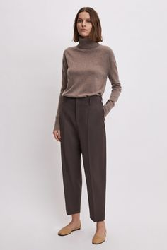 A defining piece for the Filippa K woman, trousers are a perfect way to express your individuality. The possibilities are endless with trousers that are effortlessly tailored, slim and high-waisted, or cropped with a strong silhouette. Minimal Fashion, Work Fashion, Workwear Fashion, Normcore Fashion, Fashion Fashion, Street Fashion, Fashion Dresses, Classic Outfits, Casual Outfits