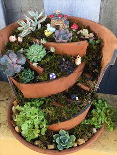 Container Gardening Vegetables, Succulent Gardening, Succulents Garden, Garden Pots, Vegetable Garden, Succulent Arrangements, Garden Ideas Uk, Diy Garden Projects, Garden Crafts