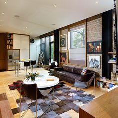 Este apartamento al estilo townhouse en Bogotá, está milimétricamente habitado por 90 metros cuadrados de puro arte colombiano y diseño contemporáneo.