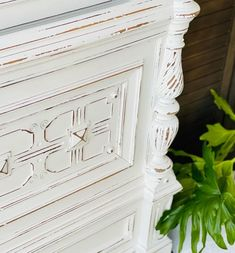 Painting Wooden Furniture, White Painted Furniture, White Paint Colors, White Paints, Love Painting, Painting On Wood, Eco Friendly Paint, Clay Paint, Wooden Tags