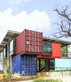 A Bar Built From Shipping Containers www.54-11.com GLOBAL@Argentina.com. Servicios de Comercio Exterior